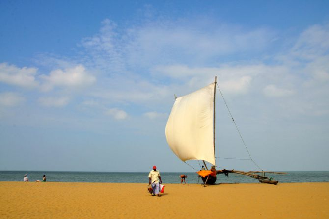 negombo-beach-fish-boat